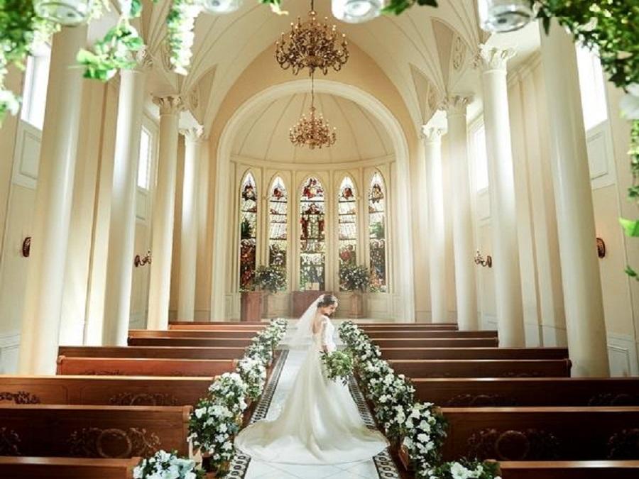 プライベートガーデン×光の教会で叶える、心温まるウェディング