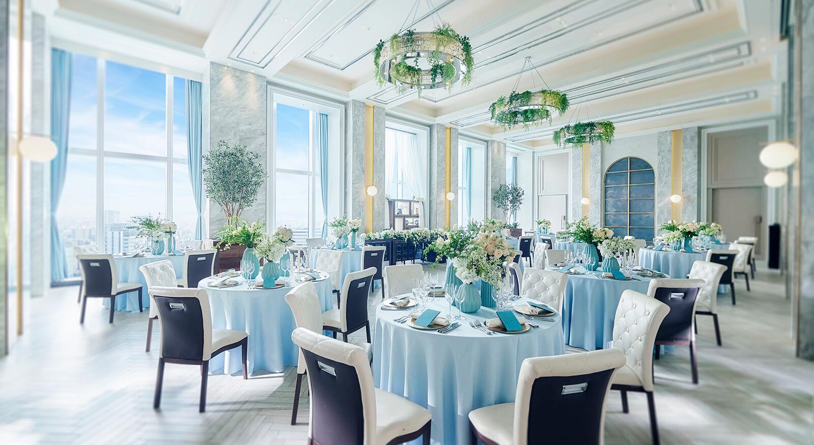 白を基調とした上品な空間にたくさんのグリーンがあしらわれ、 ホテルのような高級感とトレンドのナチュラル感が融合。