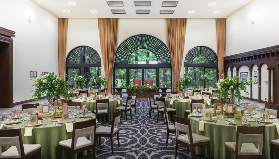 ホテル開業以来の伝統的なデザインに新しさを加えた 「クラシカルモダン」なインテリアが特長のバンケット。
