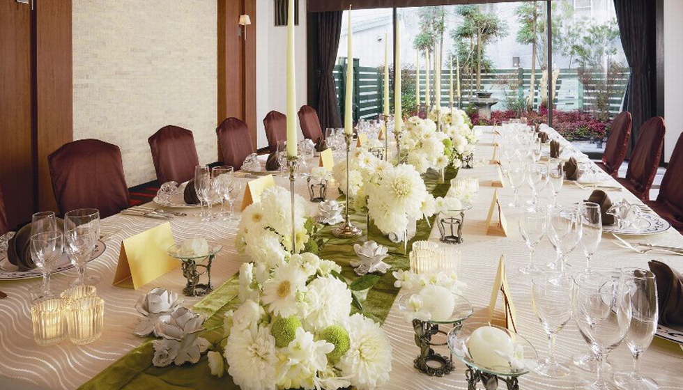 ひとつのテーブルを囲んで和やかにお過ごしいただける、結納やお顔合せにも人気での会場です。
