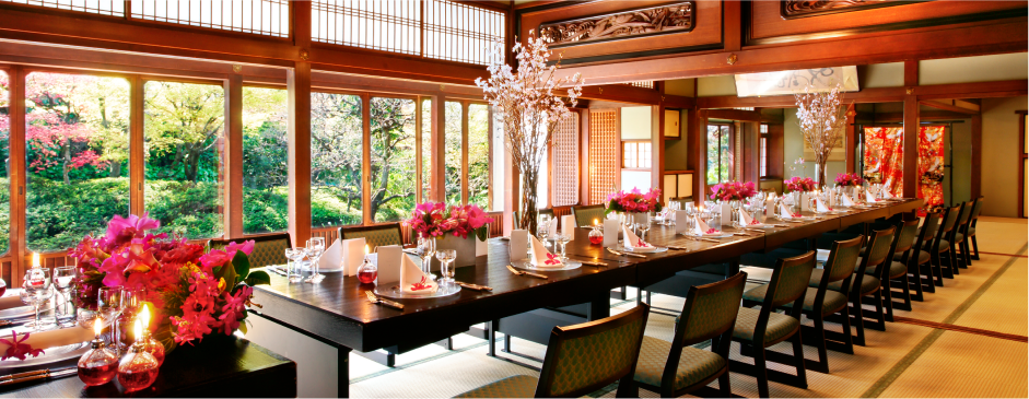 伝統的な建築様式を取り入れた日本間は、太閤園自慢の庭園の眺めも魅力。