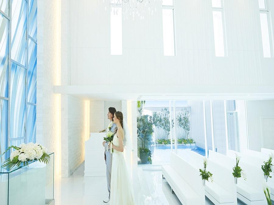 ゲストとの距離が近く、一人ひとりの表情まではっきりと見渡しながら歩むバージンロード。