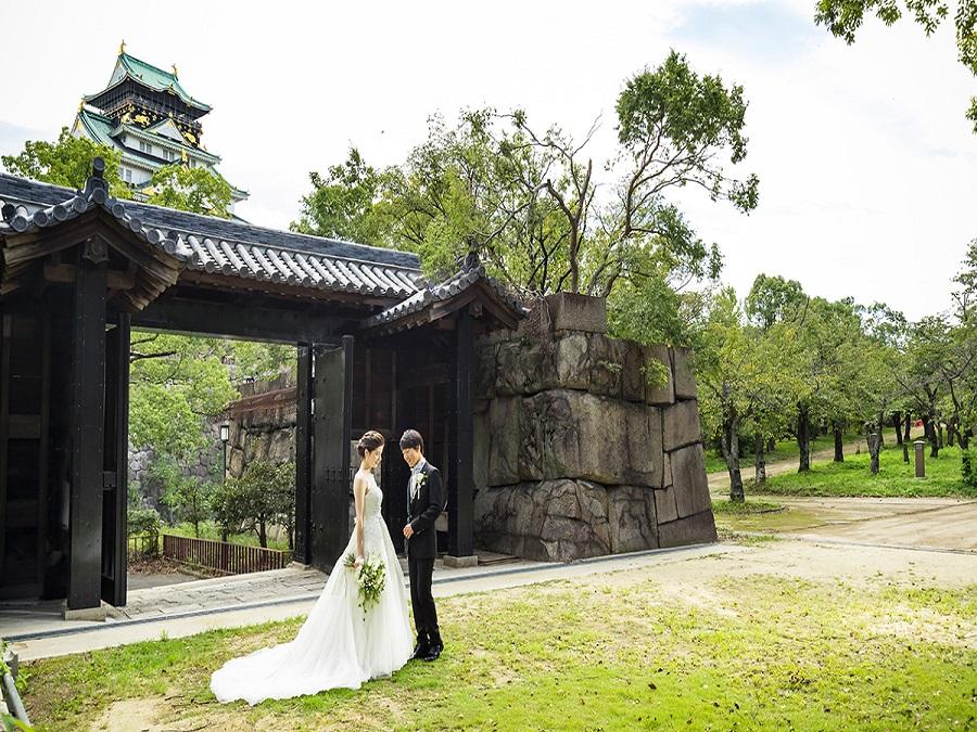 結婚式のみ特別開門し、送迎バスやタクシーで乗り入れ可能