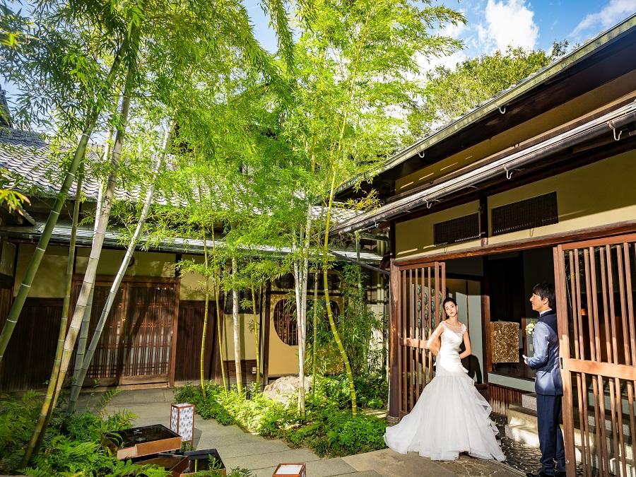 京の歴史続く邸宅が醸し出す粋(すい)が、正面門から非日常へいざなう。