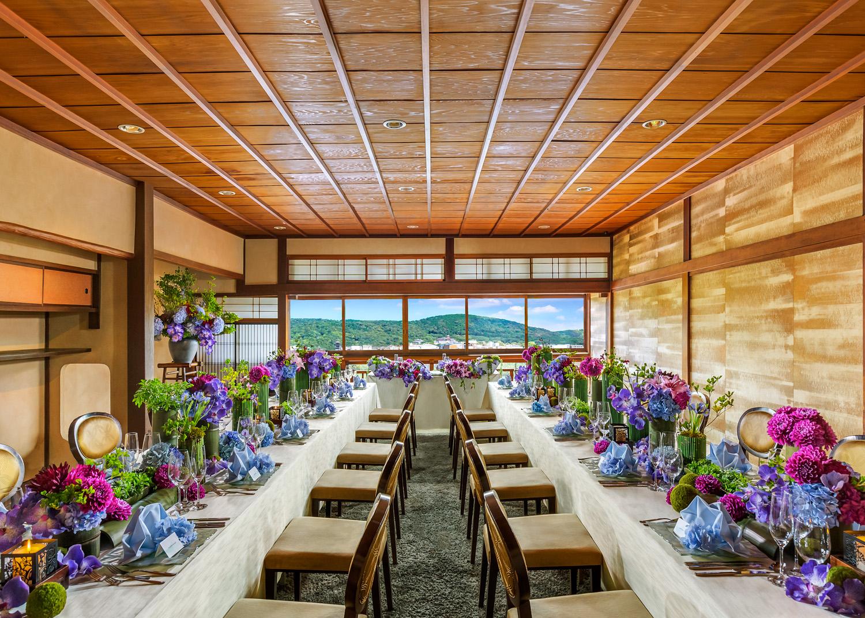〈42名様までのご会食・小さな披露宴専用スペース〉プライベート感が心地よい個室
