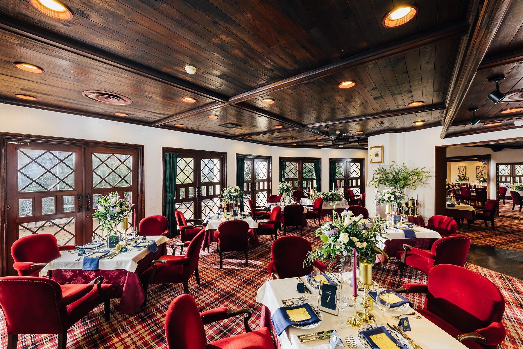 少人数の会食中心の結婚式から、大人数での披露宴まで貸切で叶う大人のプライベートウエディング。