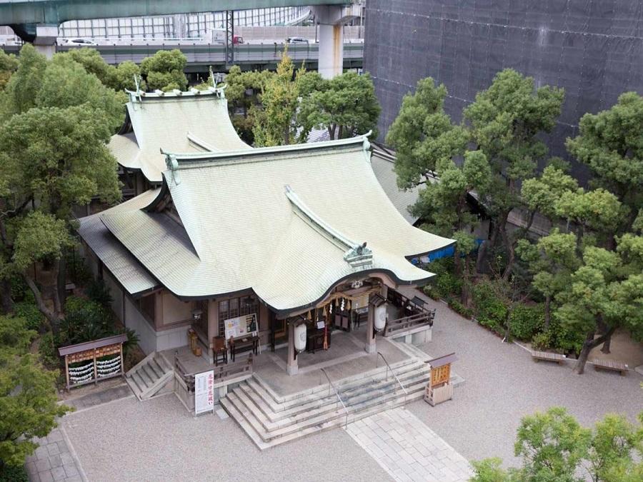 「住居守護」「旅行安全」「安産守護」の神として広く信仰を集める坐摩神社。由緒ある神社で厳かな神前式を執り行うことができます。