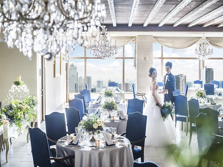 クラウンルーム お料理と景色にこだわるなら高層階レストランでのウエディングがオススメ。ゲストとの距離が近いのも人気の理由。