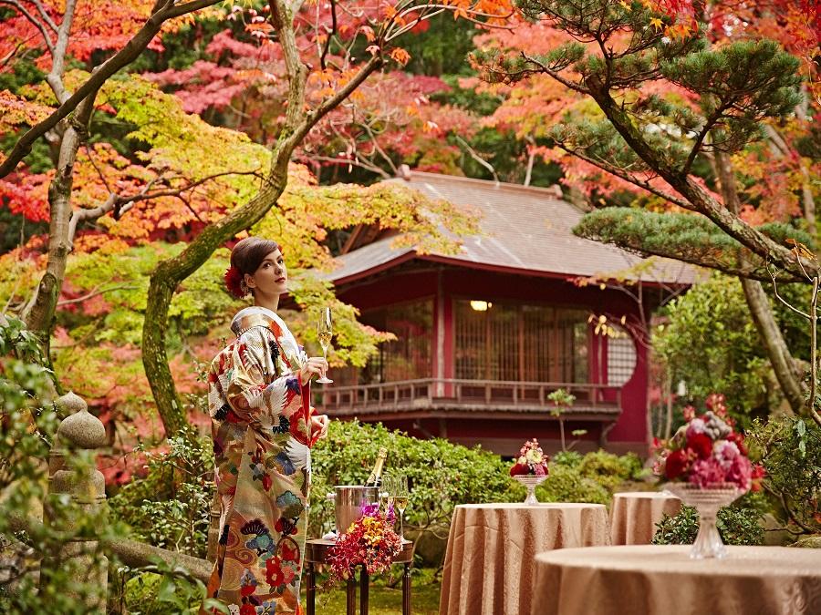 敷地内には本格的な日本庭園も。現実世界とは思えないほどの色彩豊かな庭園を独り占め