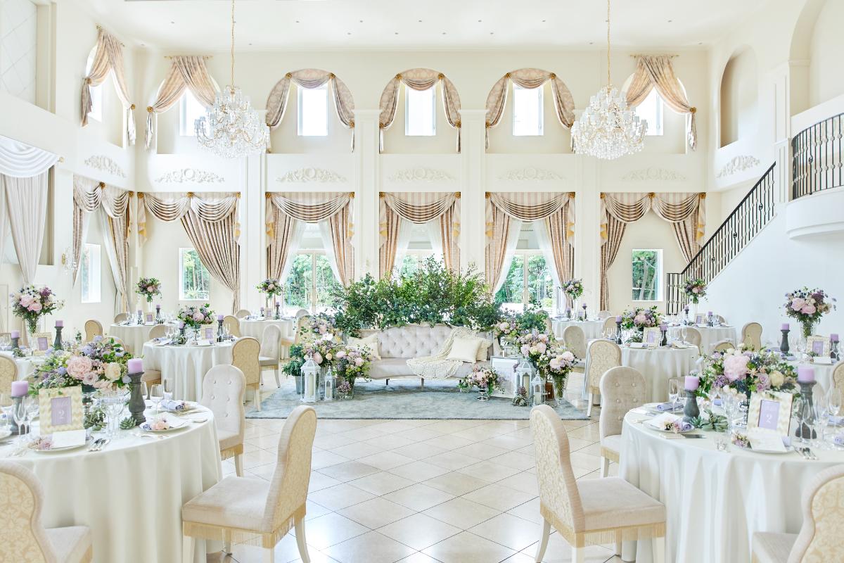 花嫁の憧れを詰め込んだ、大人かわいい白亜の邸宅