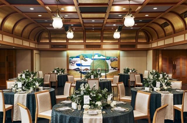 日本と西洋の様式美が見事に調和し、懐かしい'大正モダン'の雰囲気がただよう祝宴のステージが2004年により華やかに生まれ変わりました。