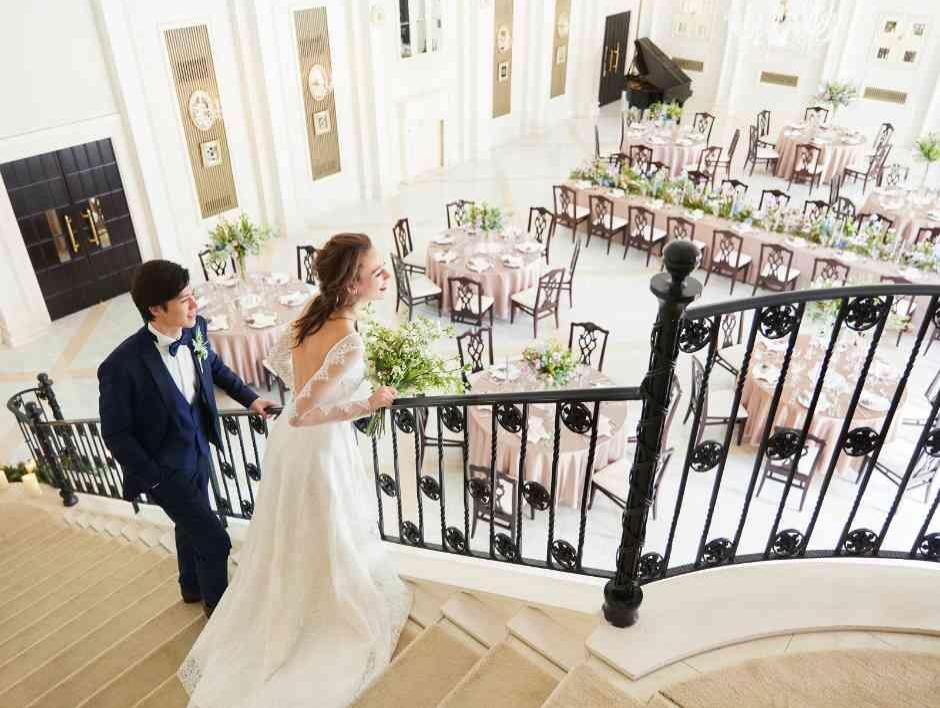 開放的な空間に映える花嫁姿