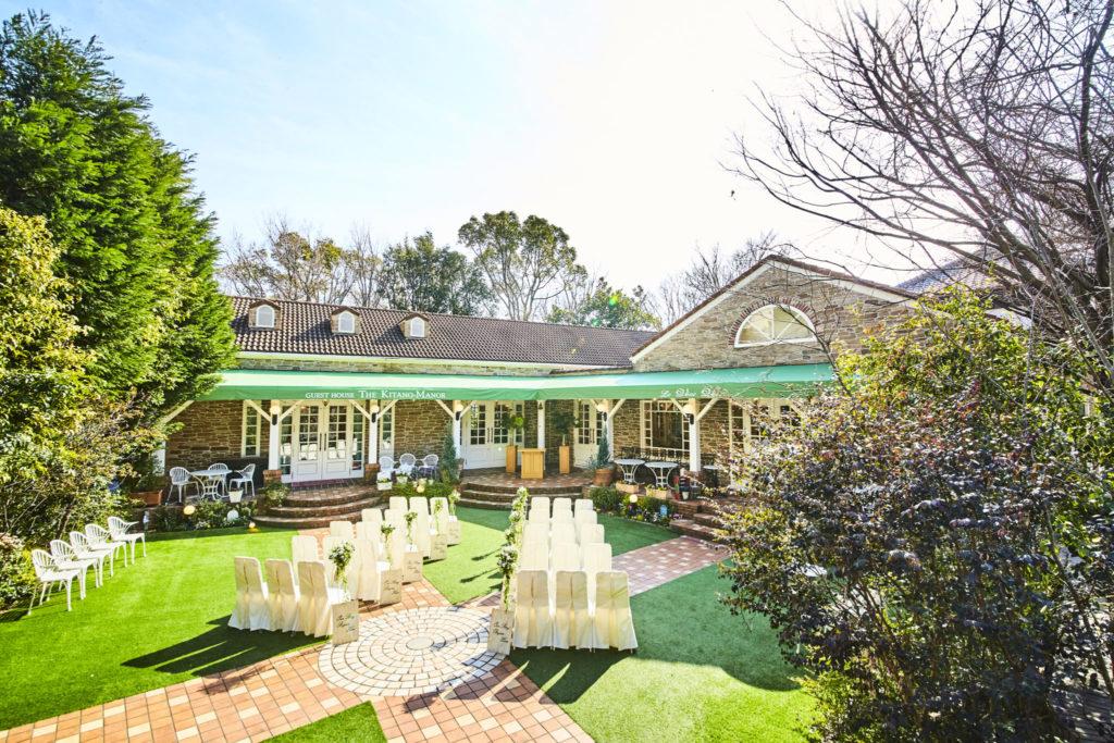 英国雰囲気漂う邸宅と青々とした庭園は、その1日全てがお二人の時間です。