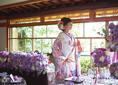 美しい和庭園が望める、開放的でモダンな披露宴会場