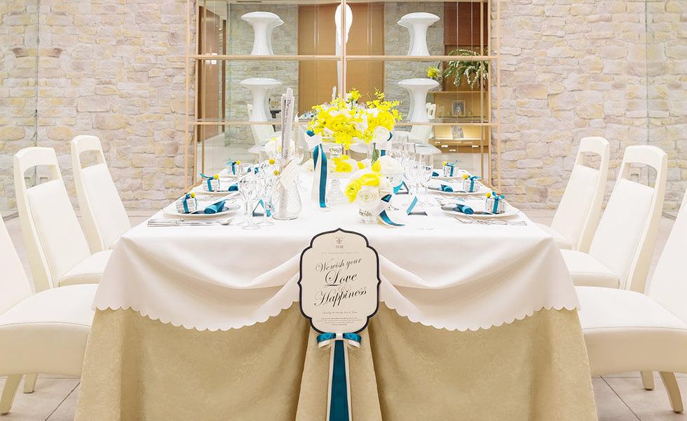 ご家族の食事会に最適な モダンで温かみのあるプチホール
