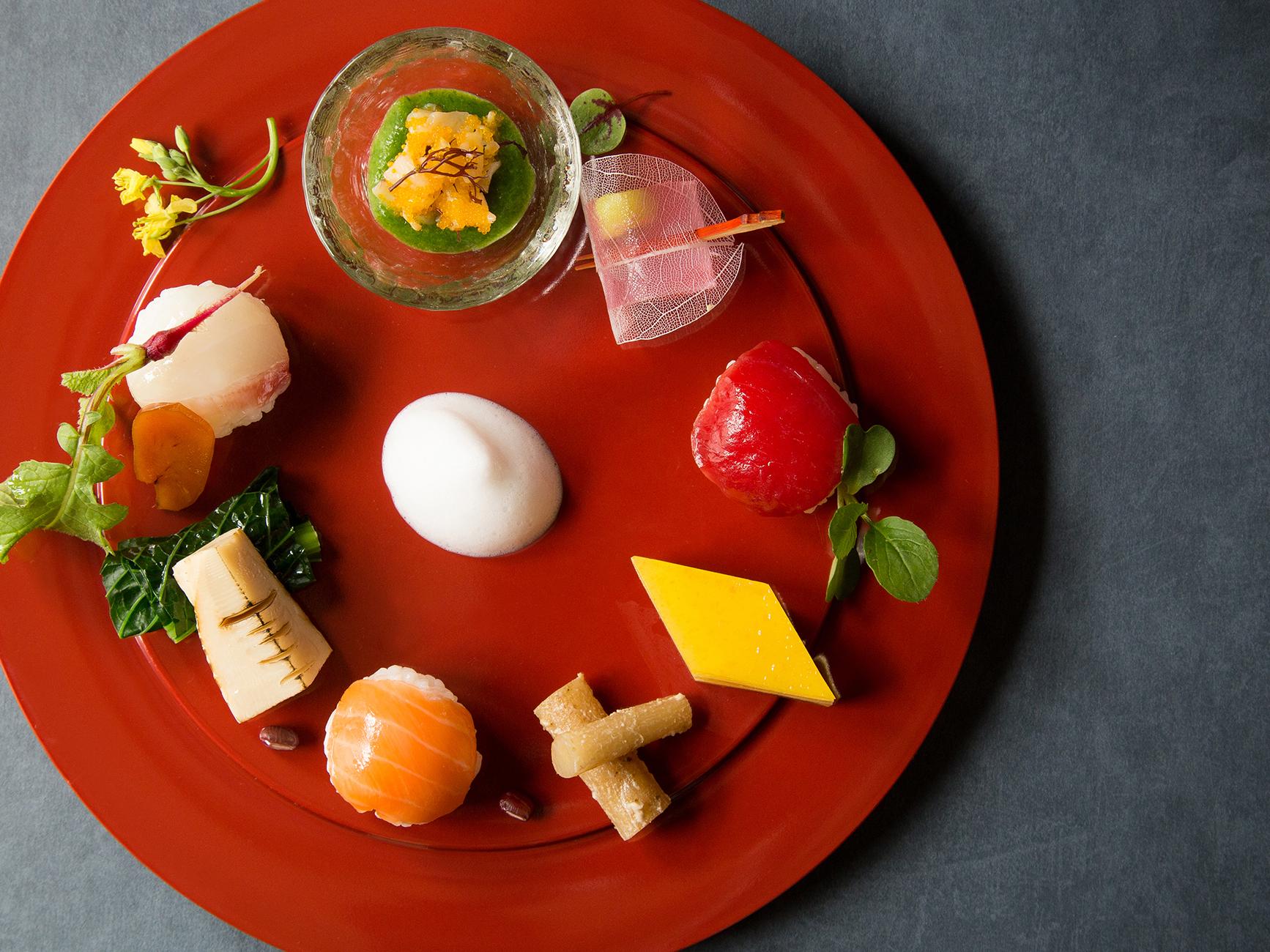 見た目でも楽しめるように細かいところまで 計算しつくされた芸術的料理。 レストランとしても人気の会場だ