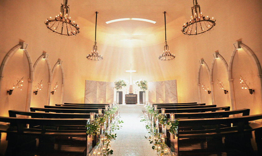 天使が見守る本格教会