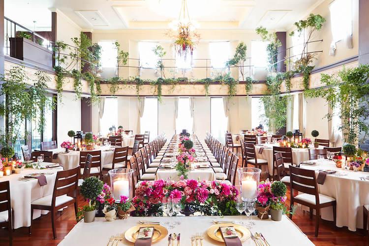 天井高のある開放的な完全貸切の贅沢な邸宅スタイルで、ゲストの方をゆったりとおもてなしできます。