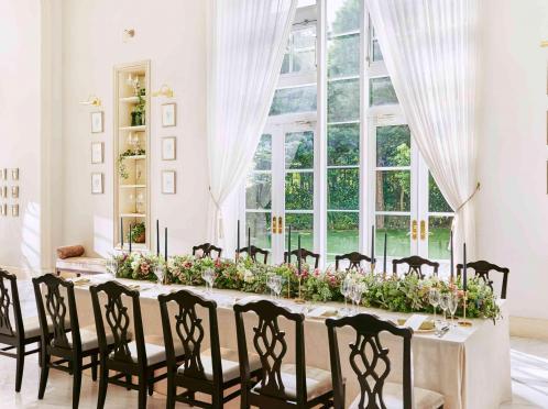 貸切の会場だから少人数でも贅沢に使える♪ご希望に合わせてテーブルレイアウトができるので、ソーシャルディスタンスを確保したテーブルレイアウトにも対応可能です。